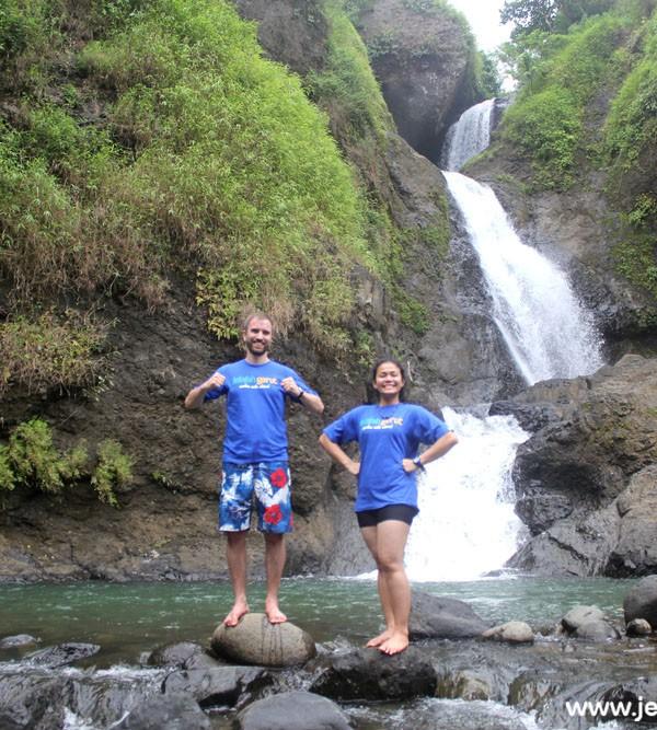 Teh Safa dan Kang Dag dari Norwegia di Curug Jaga Pati (Paket Wisata Garut, Explore Cisompet)
