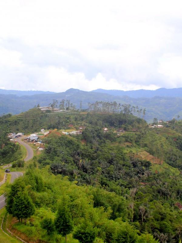 View dari Bukit Lolongokan, Kecamatan Talegong, Garut